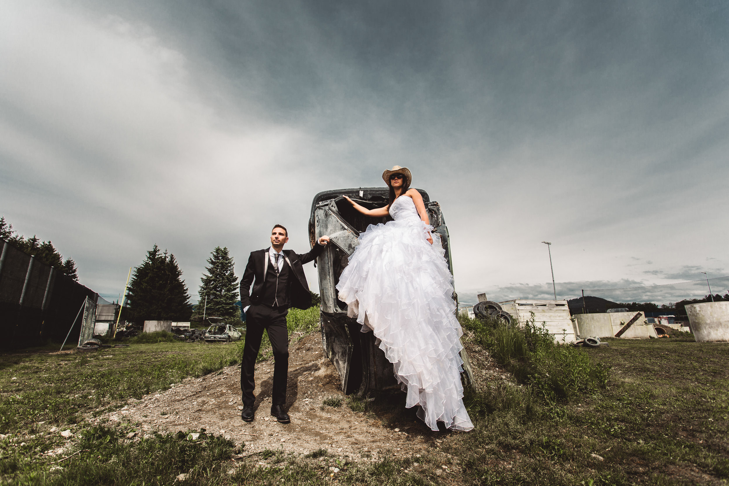 trash the dress-brautpaar-after-wedding-shooting
