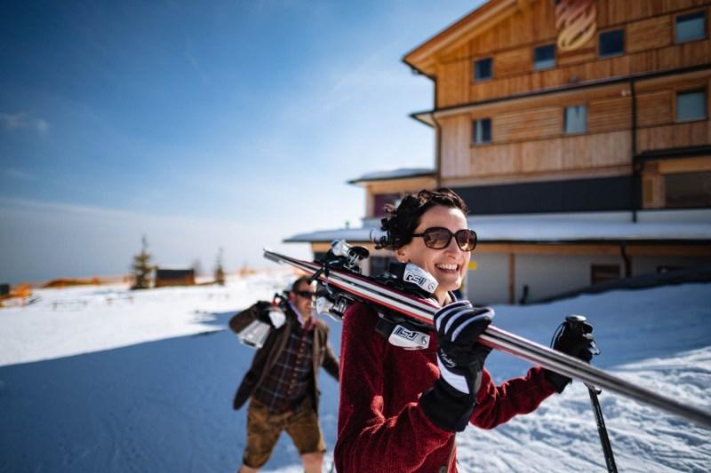 braut mit ski-hochzeit