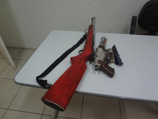 Homem é preso com armas de fogo e canivetes em Floriano.(Imagem:FlorianoNews)