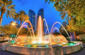 A fountain in the evening at Fort Lauderdale' Bubier Park.