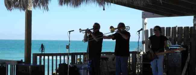 Sebastian Beach Inn: Beach bar evokes coastal history