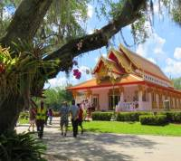 Wat Mongkolratanaram -- Wat Tampa for short is located on the Palm River amidst live oak trees. (Photo:Bonnie Gross)