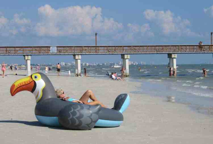 Fort Myers Beach has a broad beach with powdery sand and popular fishing pier. (Photo: Bonnie Gross)