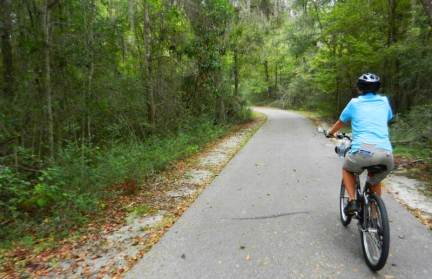 Gainesville-Hawthorne trail has curves and hills.