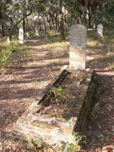 The old cemetery on Atsena Otie Key; photo by Michael Vroegop