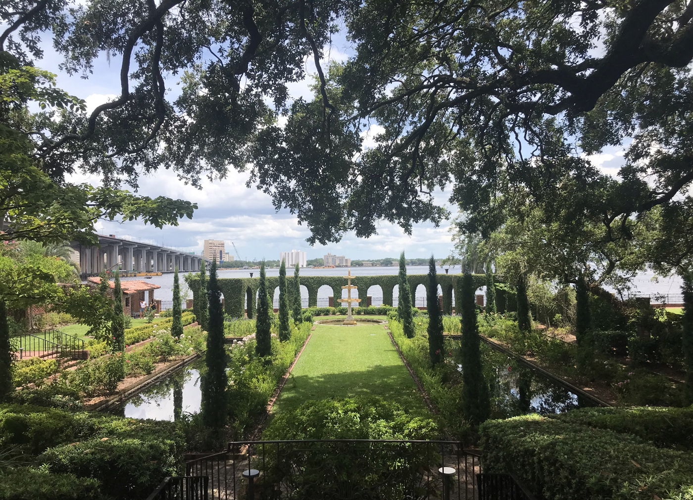 Visiting Jacksonville: Located on the St. Johns riverfront, the gardens at the Cummer Museum beg to be photographed. (Photo: Bonnie Gross)