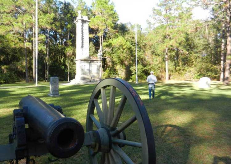 There are several monuments: The largest Confederate one was erected in 1912 before a crowd of 4,000 including many Confederate veterans. It�™s an imposing tower that looks like part of a castle.