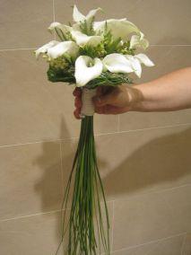 Le gustaban las calas y quería que el ramo seria sencillo y elegante ; creo que supimos interpretar su deseo