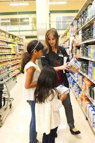 Loblaws In-Store Dietitian showing the girls how to read nutrition labels