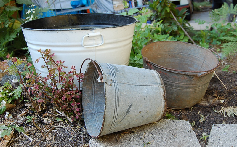 Old Buckets to Beautiful Planter www.flowerpatchfarmhouse.com