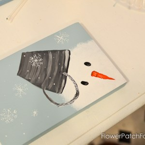 Let's Paint a Snowman, so fun and easy! Paint up a family of snow friends and enjoy their delightful touch to your winter decor. Even the kids can do this. Make some as gifts, great for coasters or mini canvases. Come paint with me @ FlowerPatchFarmhouse.com