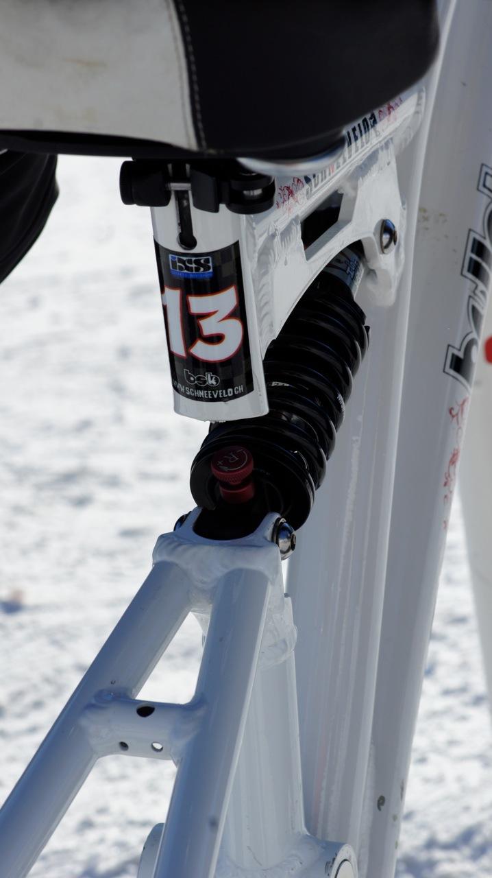 bullskate snowbike pilatus federung dämpfer