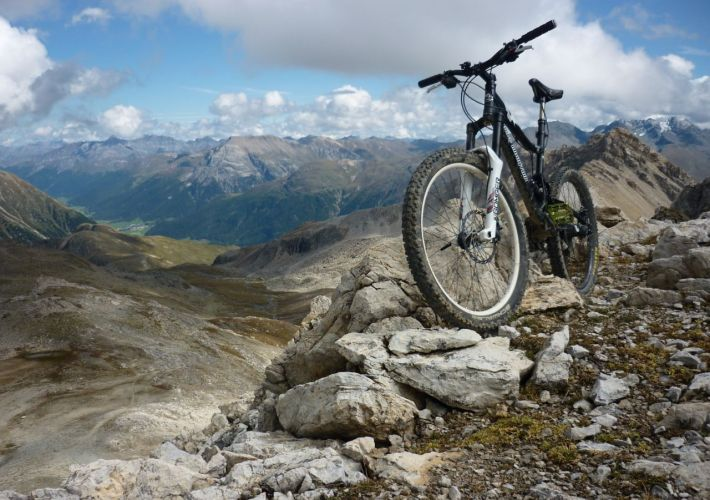 Engadin-MTB-slayer-trais-fluors