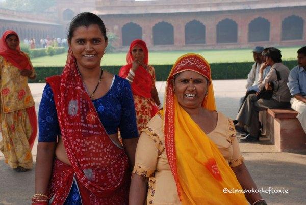 Mujeres visitando el Fuerte Rojo, Delhi