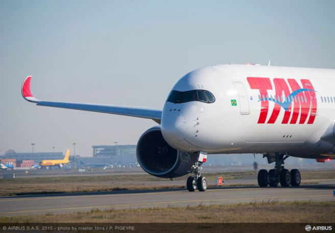 A350_XWB_TAM_taxiing (1)
