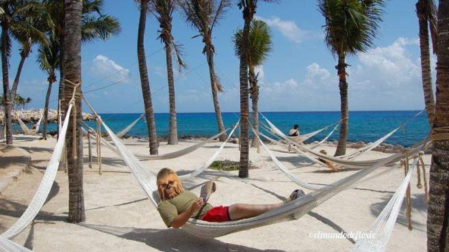 Mr. Filangie haciendo un descanso en las hamacas