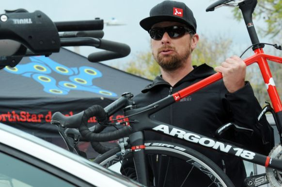 Setting up our Argon 18 bikes on site. ©VeloImages