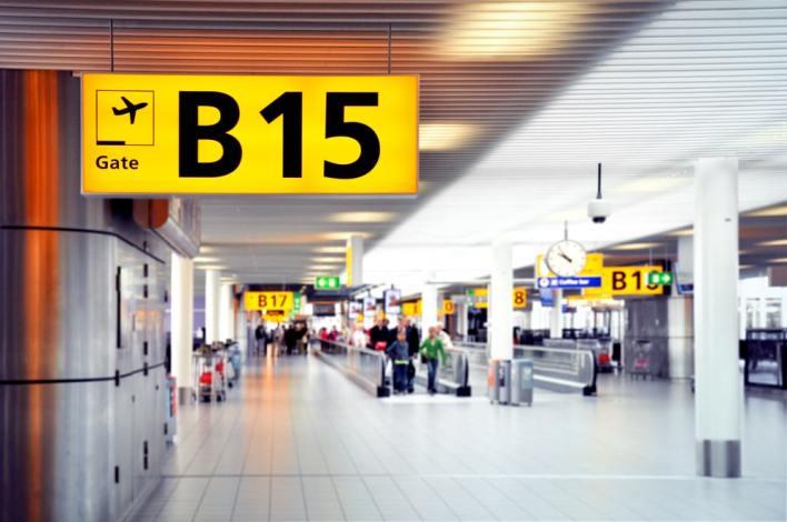 احذر الابتعاد عن بوابة الصعوط الى الطائرة - احذر هذه الاشياء داخل المطار