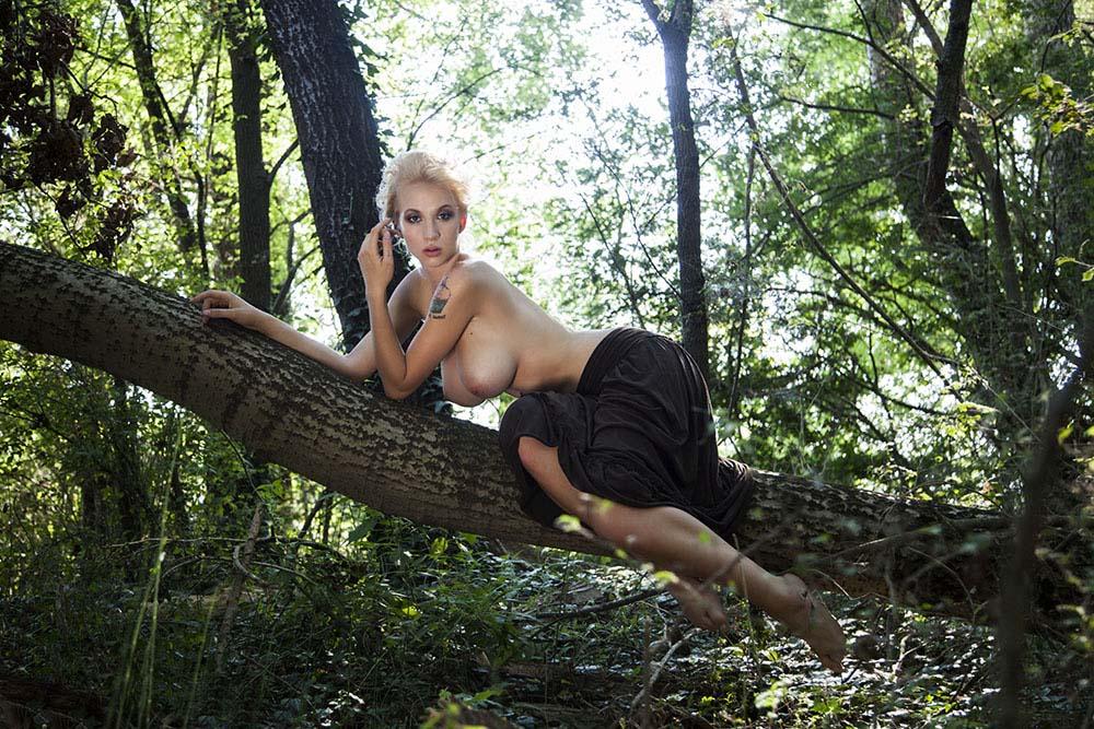 Photo Sara El Beshbichi, model Natasha Legeyda