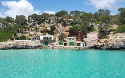 Cala Llombards y el agua más turquesa de Mallorca