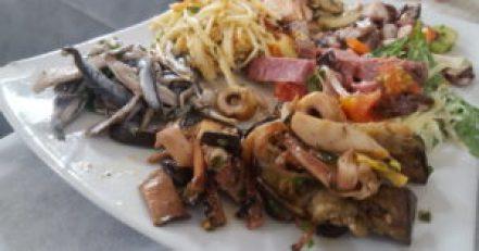 Antipasto de pesce en Puglia © Propiedad de Fly and Grow
