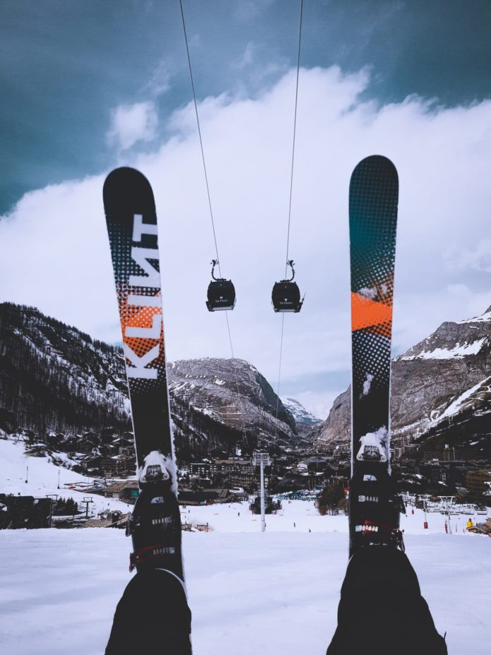 Should You Buy Skis Or Rent for Your Vacation?