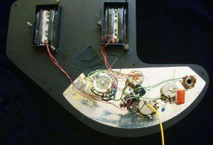 Gibson Ripper Bass circuit photographs >> FlyGuitars