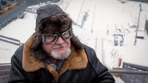 Prof. Nikolajew beim Flugversuch an der Skischanze Hinterzarten.