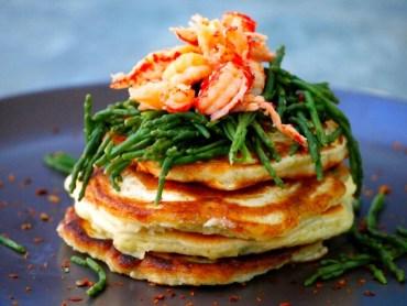 Recept hartige pannenkoekjes met rivierkreefjes zeekraal en limoenboter