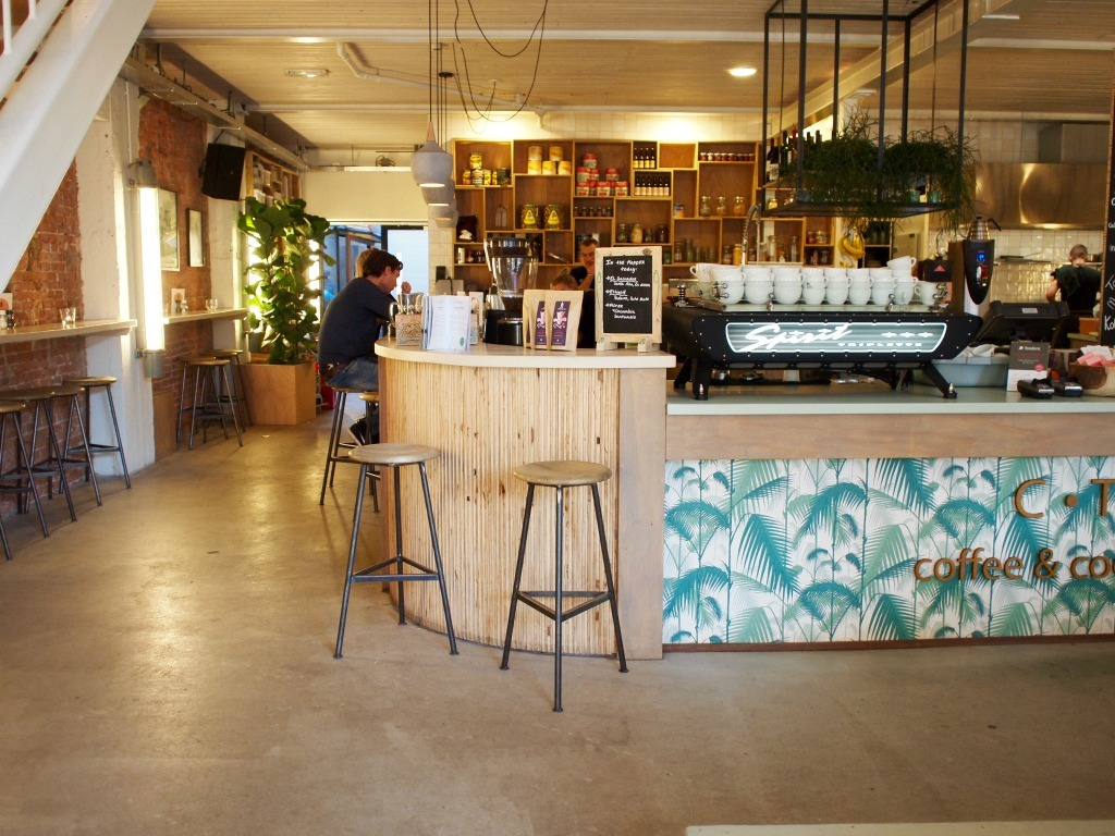 CT Coffee and Coconuts All Day hotspot in de pijp Amsterdam Zuid