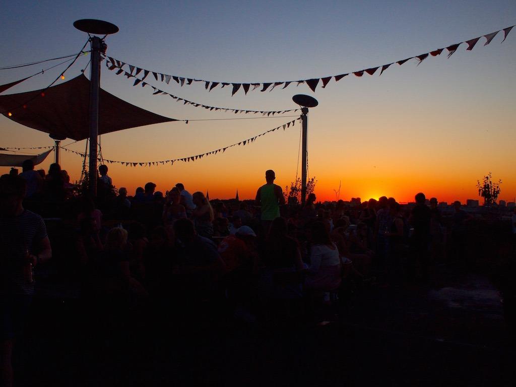 klunkerkranich rooftop bar berlin kreuzberg neukölln