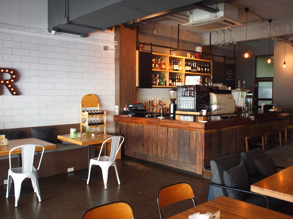 Hotspot Bangkok Siam Sathorn Silom Dexter Cafe interieur