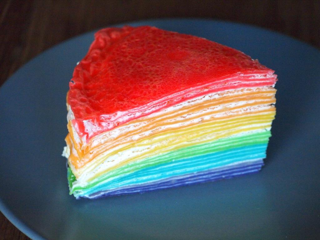 Regenboog crepe taart