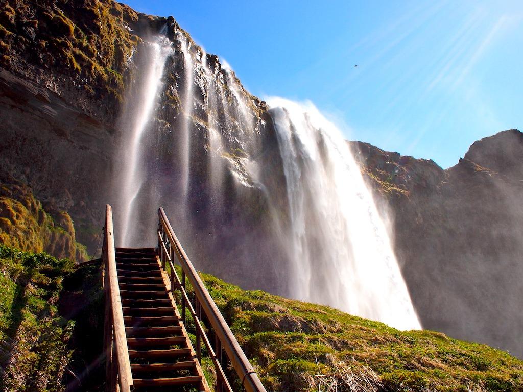 Hoe hou een reis naar ijsland betaalbaar