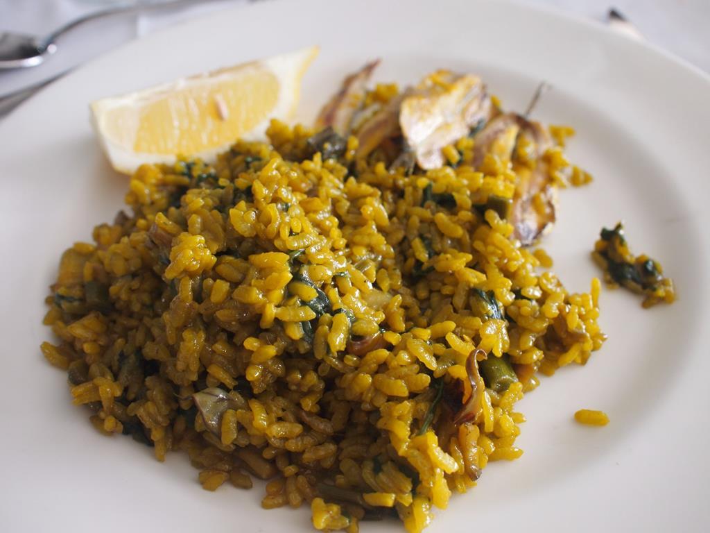 Paella eten aan het strand Benidorm poniente