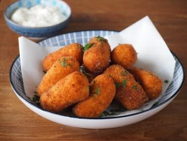 Klassieke aardappel kroketjes thuis gemaakt
