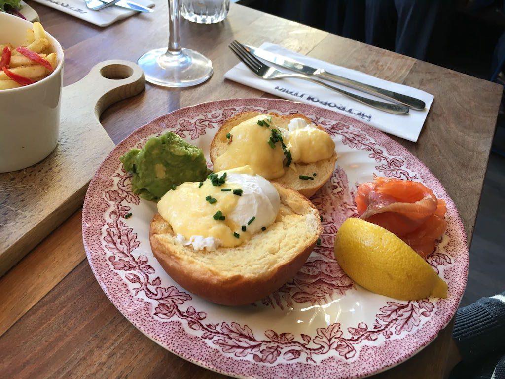 Brunch Metropolitan met norwegian eggs