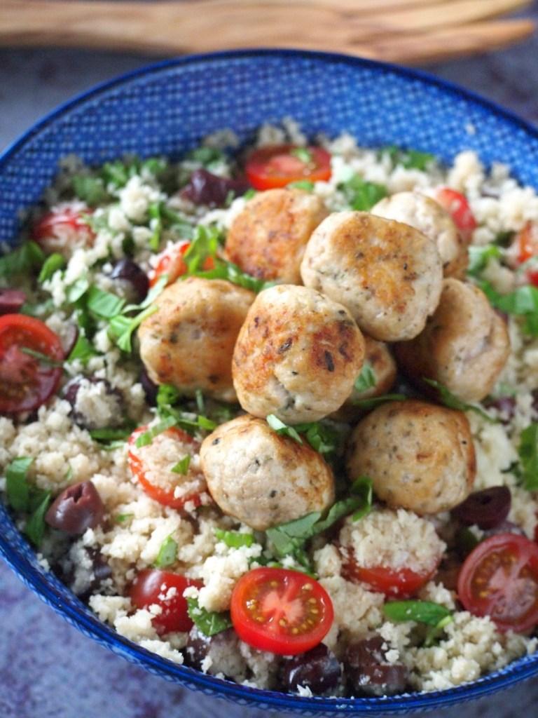 Bloemkool couscous met kip tomaten en olijven