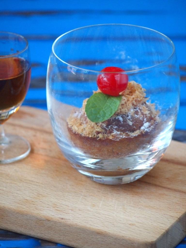 Simpele tropische rum cakejes