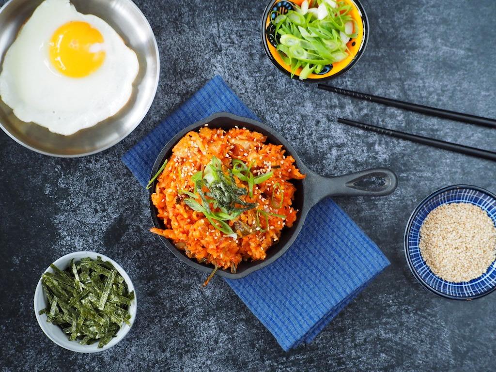 Koreaanse Nasi met kimchi en ei