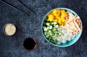 Simpele Sushi Bowl met pittige surimi