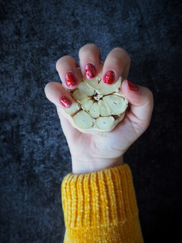 Stinkende knoflook handen