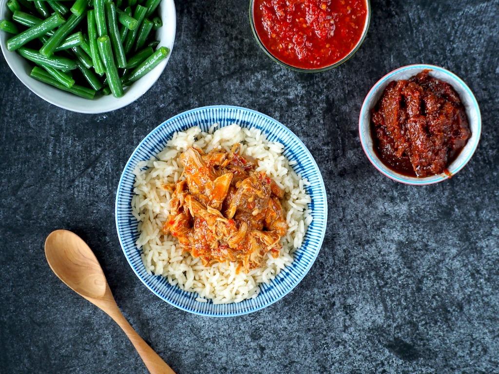 Sambal kip met rijst en boontjes
