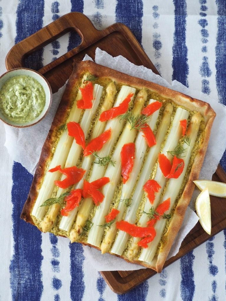 Flammkuchen met witte asperges