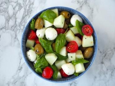 Italiaanse Cumelo salade met olijven en tomaat