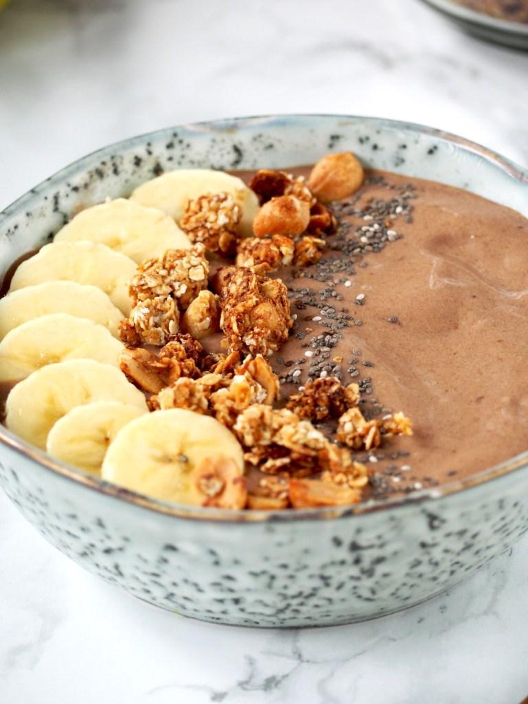 Chocolade smoothie bowl close up