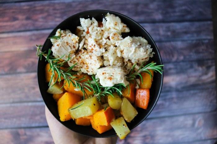 Herbstliches Kürbisgemüse mit Hähnchen aus dem Ofen