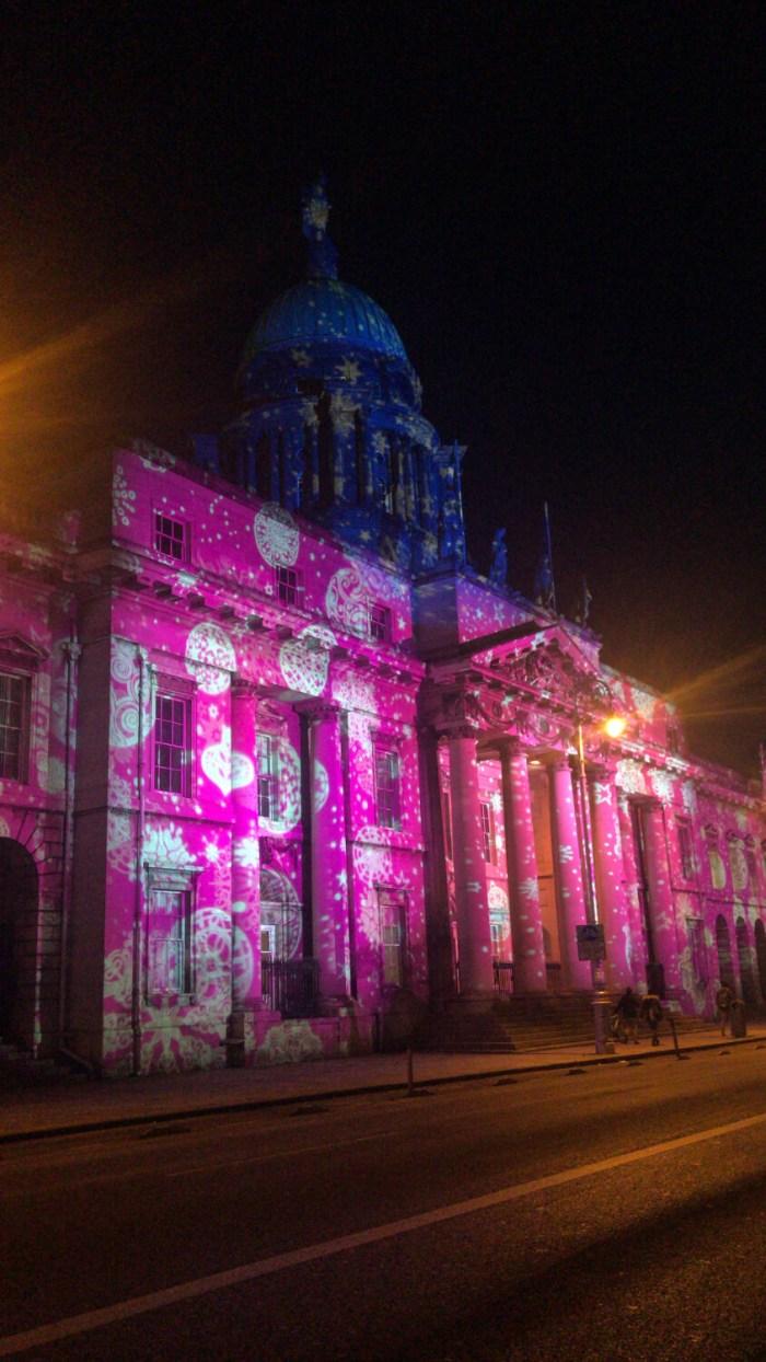 Angestrahlte Fassade in Dublin