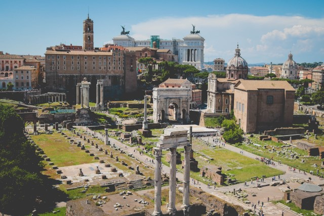 Ancient Roman Ruins - so when did Julius Caesar die?