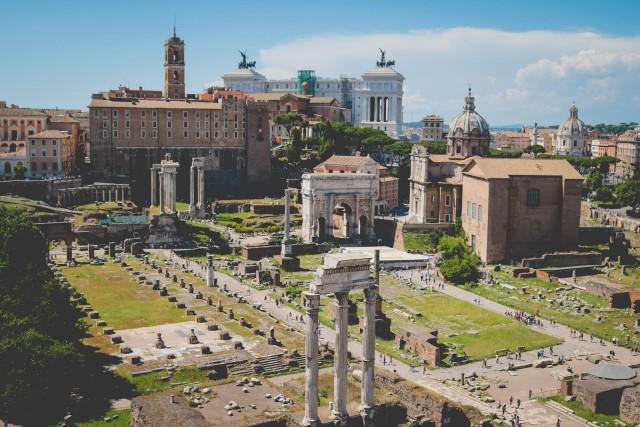 Ancient Roman Ruins - so when did Julius Caesar die?